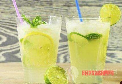 喝柠檬水.png